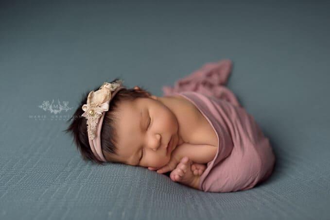 Marie Grantham Photography newborn photographer las vegas taco pose
